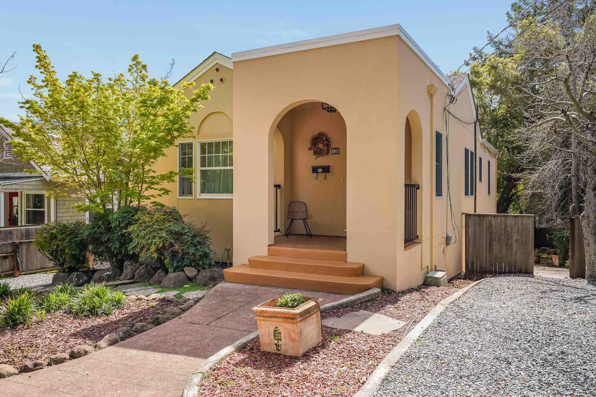 135 Ross St,San Rafael,California 94901,4 Bedrooms Bedrooms,2 BathroomsBathrooms,Single Family Home,Ross,1019